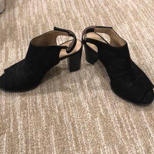Naturalizer velvet black open toed shoes